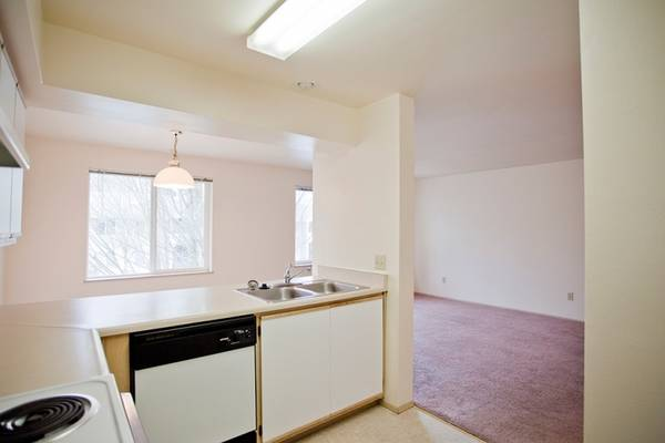 Photo Oak Meadow Apartments are Spacious and Serene (Eugene - Off West 11th on Oak Patch Road)