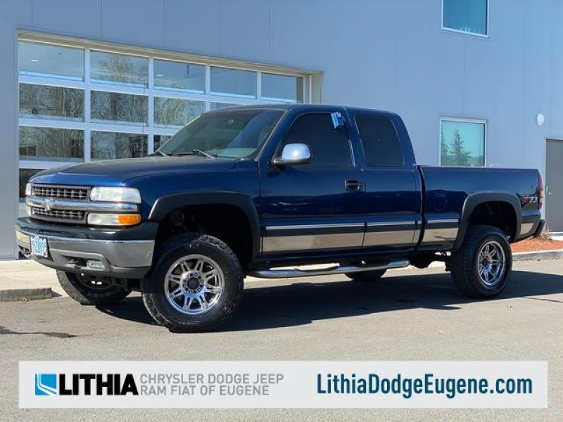 Photo Used 2001 Chevrolet Silverado 1500 4x4 Extended Cab LS for sale