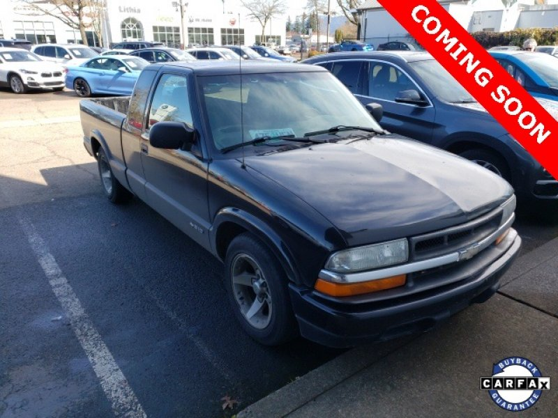 Photo Used 2002 Chevrolet S10 Pickup LS for sale
