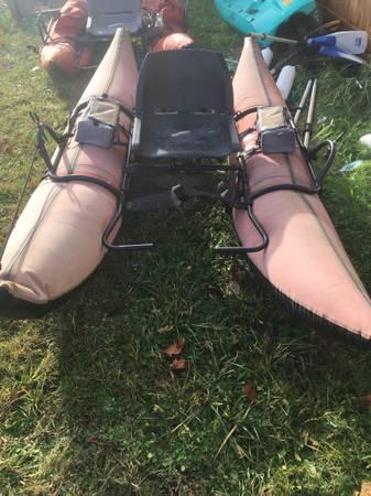 Photo Used pontoon boat - $200 (Eugene)