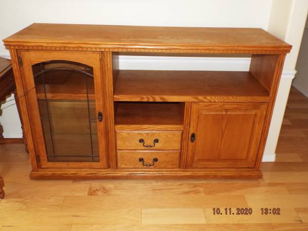 Photo VERY NICE OAK, BIG SCREEN TV STAND,  ENTERTAINMENT CENTER - $425 (Eugene Or. (River Rd  Belt Line area))