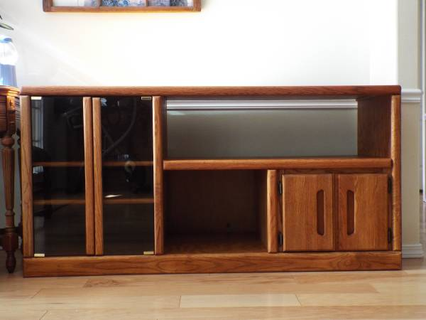 Photo VERY NICE OAK, BIG SCREEN TV STAND,  ENTERTAINMENT CENTER - $335 (Eugene Or. (River Rd  Belt Line area))