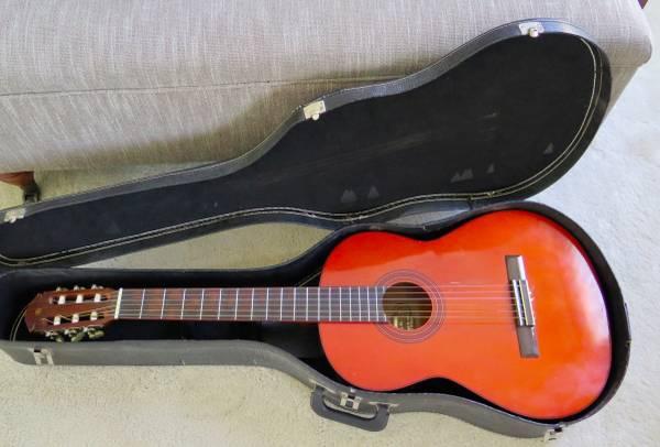 Photo Yamaha G-55 Classical Guitar - $100 (Springfield)