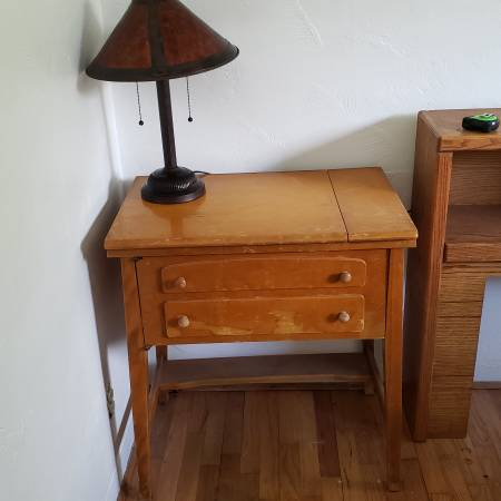 Photo solid wood Desk or side table made out of a sewing machine cabinet