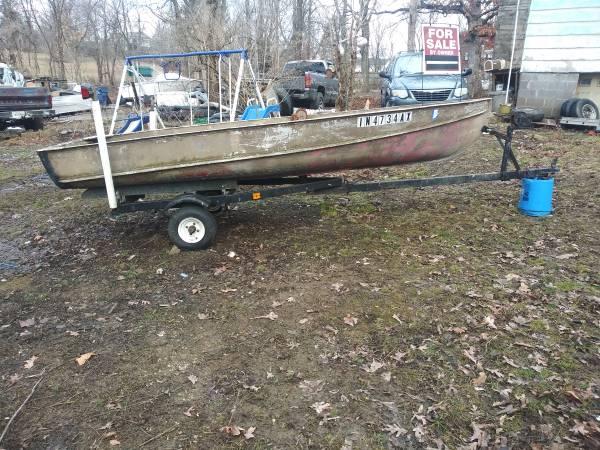 Photo 12 foot aluminum jon boat - $600 (Bloomington)