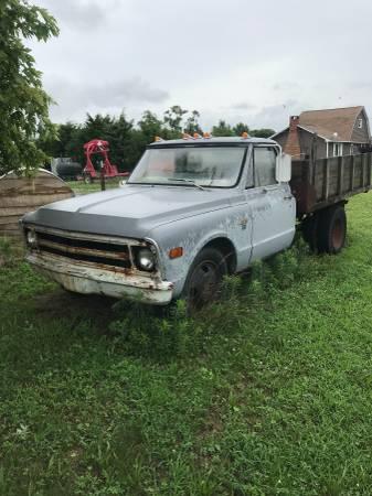 Photo 1968 Chevy 1ton dump truck - $1,500 (Vincennes)
