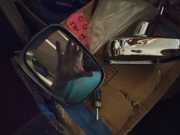 Photo 1970-1972 Chevy Chevelle El camino remote driver side door mirror and - $150 (Haubstadt)