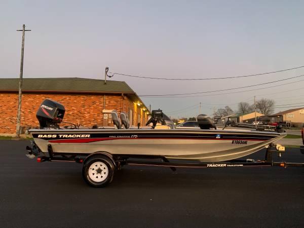 Photo 2006 Bass Tracker Pro Crappie 175 - $7,800 (Shepherdsville)