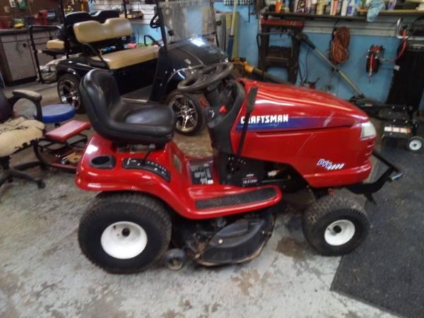 Photo 2009 Craftsman 42 inch cut riding mower$550 - $550 (Evansville)