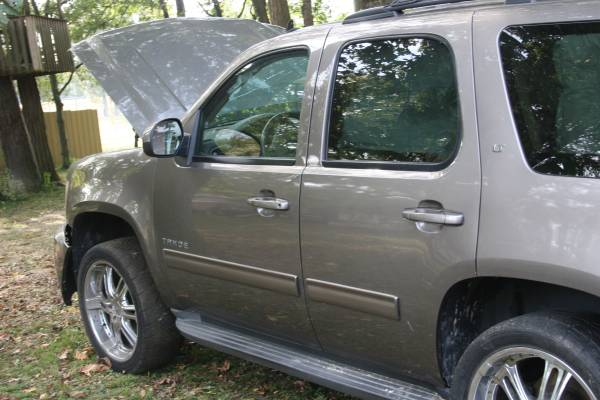 Photo 2012 CHEVY TAHOE PARTING OUT SEE DETAILS - $1,234 (EVANSVILLE)