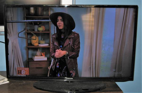 Photo 40quot Samsung 4DTV HDTV Smart TV with Zbox Soundbar - $175 (Shoals)