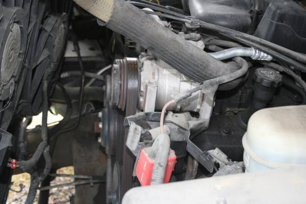 Photo 4.3 V6 VORTEC COMPLETE ENGINE 2005 SILVERADO - $350 (EVANSVILLE)