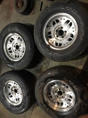 Photo (4) set Ford Ranger aluminum wheels  15quot tires 99 01 02 03 04 05 - $150 (Evansville)