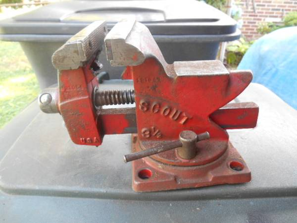Photo BENCH VISE 3 12quot SCOUT USA SWIVEL BASE - $30 (Evansville)