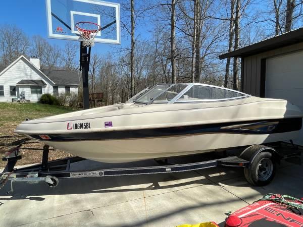 Photo Caravelle ski boat with trailer, tubes and life jackets - $6,200 (Harrodsburg)