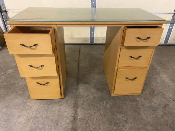Photo Computer wood solid desk with drawers - $100 (Northside Evansville)