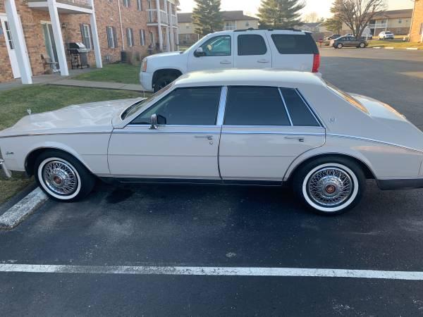 Photo Diamond condition 84 Cadillac Seville - $12,000 (Evansville)