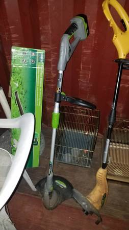 Photo EarthWise Cordless Weed Wacker - $25 (Evansville, IN)