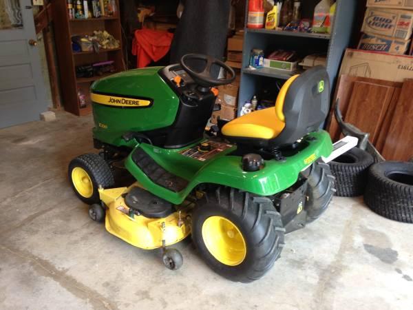 Photo John Deere X320 Lawn Tractor - $2,300 (Evansville)