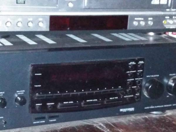 Photo Kenwood surround sound reciever and remote - $100 (Evansville)
