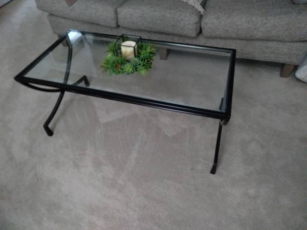 Photo Reduced Pier 1 Coffee table - $70 (Evansville)