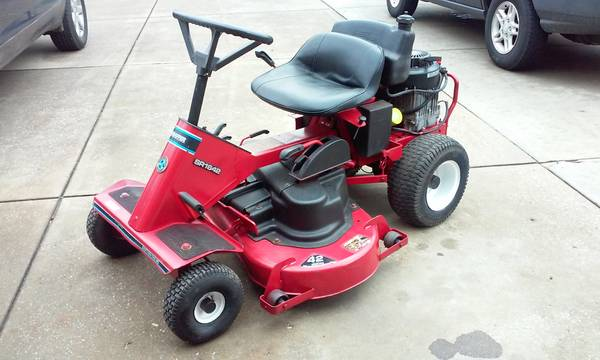Photo SNAPPER 42quot CUT RIDING MOWER - $300 (New Harmony, IN)