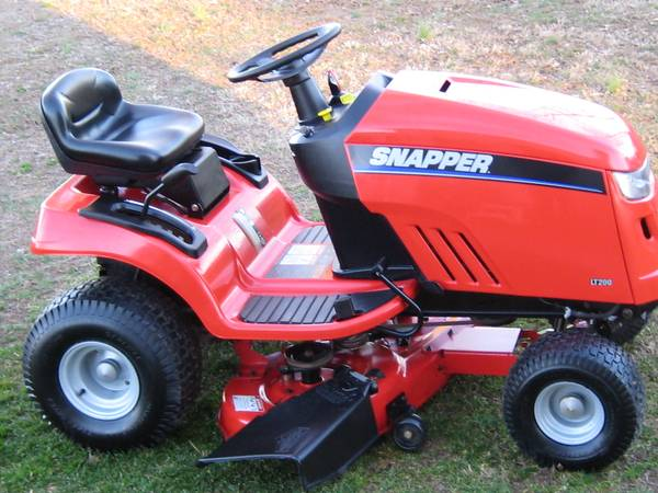Photo SNAPPER LT 200 RIDING MOWER 38quot - $550 (LYNNVILLE IN)