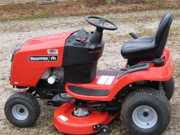 Photo SNAPPER SPX TRACTOR STYLE RIDING MOWER - $650 (LYNNVILLE IN)