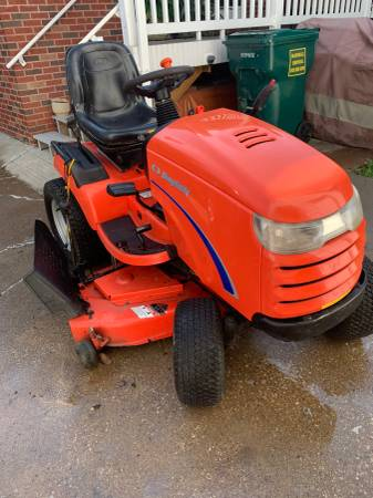 Photo Simplicity Conquest Lawn Tractor - $1,200 (Evansville West Side)