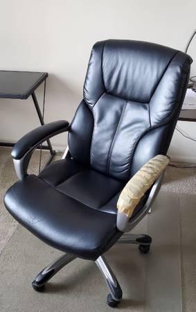 Photo USED - Amazon Basics Executive Office Desk Chair with Armrests, Adjust - $10 (West Side)