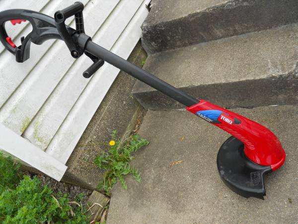 Photo WEED TRIMMER TORO 13quot ELECTRIC 120v WEEDEATER GREAT FOR SMALL YARD - $15 (evansville)