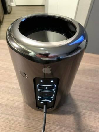 Photo Apple Mac Pro 3.7GHz Intel Xeon Quad Core 12GB RAM D300 Graphics - $850 (Eagle River)