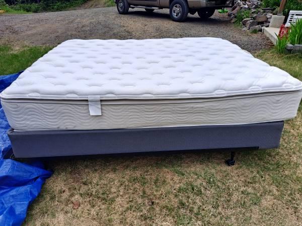Photo Beautyrest mattress - $1,000 (Fairbanks)
