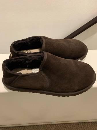 Photo Mens Ugg Slippers Size 12 - $80 (Fairbanks)