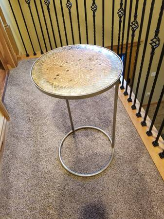 Photo Pier 1 -- C Table with tile top - $55 (Fairbanks)