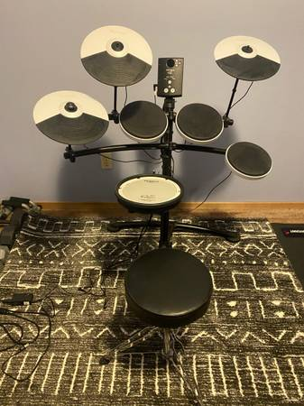 Photo Roland Drum set - $250 (Eagle River)