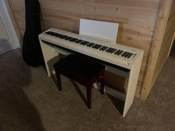Photo Roland FP-30 Piano - $400 (Fairbanks)