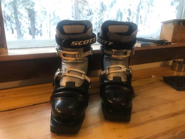 Photo Scott Excursion Telemarkbackcountry ski boots (27.5) - $200 (Fairbanks)
