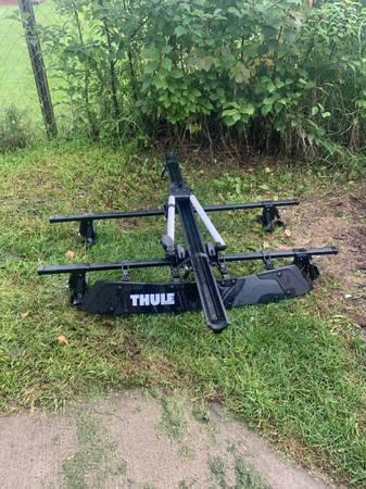 Photo Thule roof rack with windscreenbike rack - $300