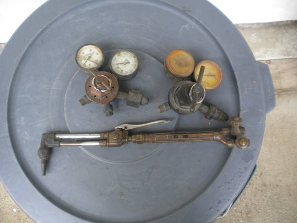 Photo Victor cutting torch W gauges - $40