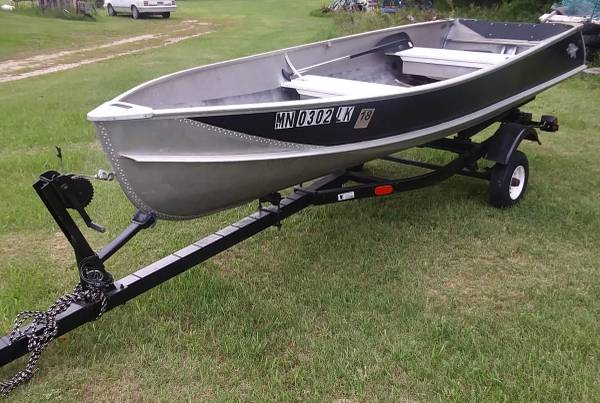 Photo 1439 Crestliner Boat and Trailer - $750 (Dent)