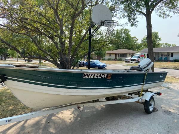 Photo 16 Fishing Boat (needs some TLC) - $700 (Moorhead)