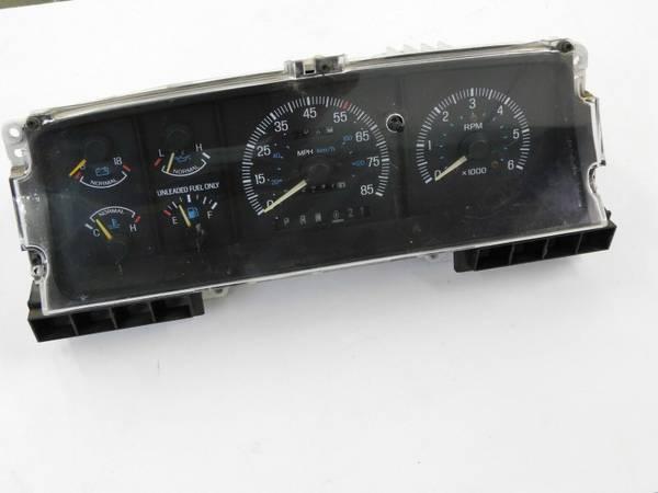 Photo 1987-1991 Ford F150 F250 F350  Bronco- Speedometer Cluster wTach (West Fargo)