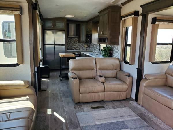 Photo 2018 Montana 5th Wheel - $49,500 (Hazen, ND)