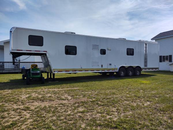 Photo 2019 race car trailer toy hauler - $52,000 (Osage Mn)
