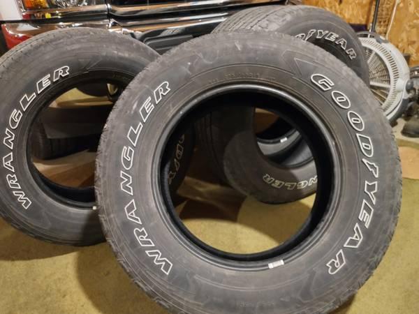 Photo 275-65-18 Goodyear wrangler tires - $99 (WAHPETON ND)
