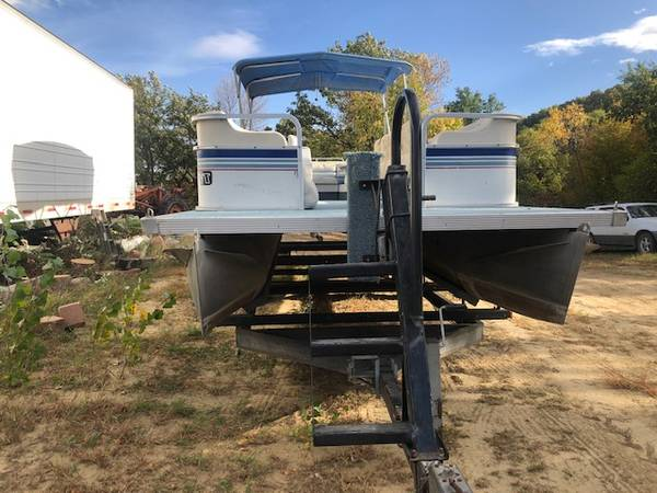 Photo 28 Foot Pontoon Boat and Motor - $5,000 (Sioux City Area)