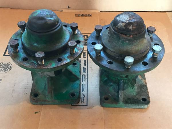 Photo 6 Bolt Wheel Hub  Axle Asy. John Deere - $60 (Audubon)