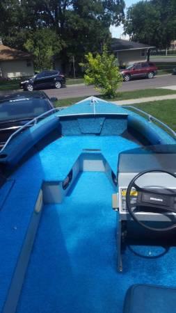 Photo Alumnacraft Boat and motor - $2,250 (Fargo)