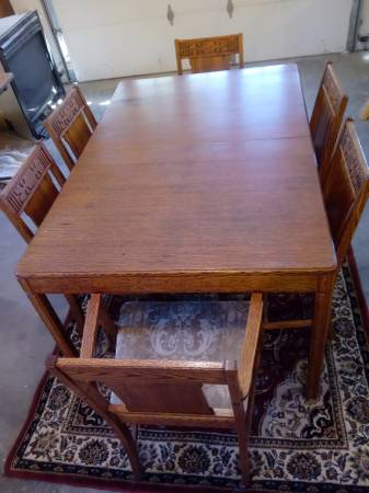 Photo Antique Oak Dining Table  6 chairs - $475 (Erhard)